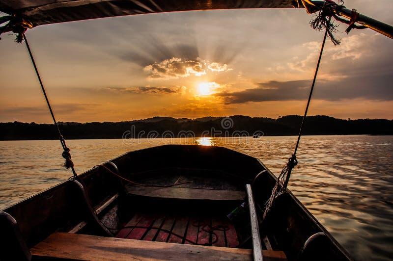 Заход солнца на Sangkla Buri стоковое фото