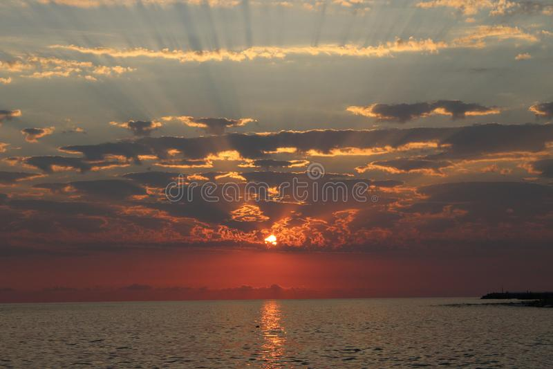 Заход солнца одно из самых завораживающих явлений природы стоковые фото
