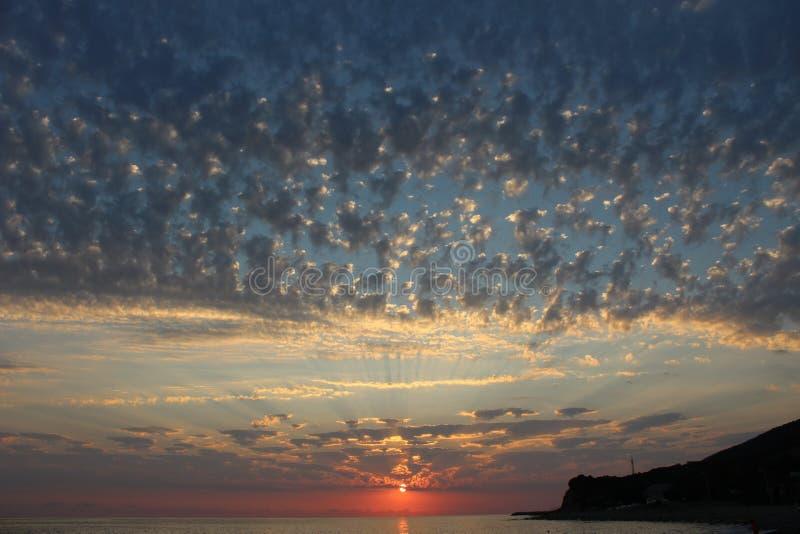 Заход солнца одно из самых завораживающих явлений природы стоковое фото rf