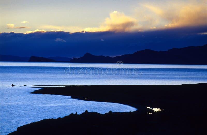Заход солнца озера Nam co стоковое фото rf