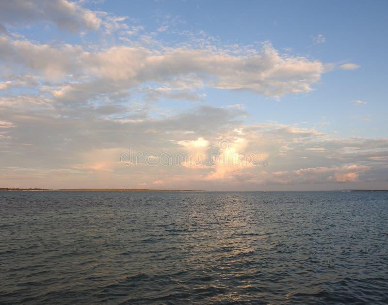 Заход солнца океана в Филиппинах стоковое изображение rf