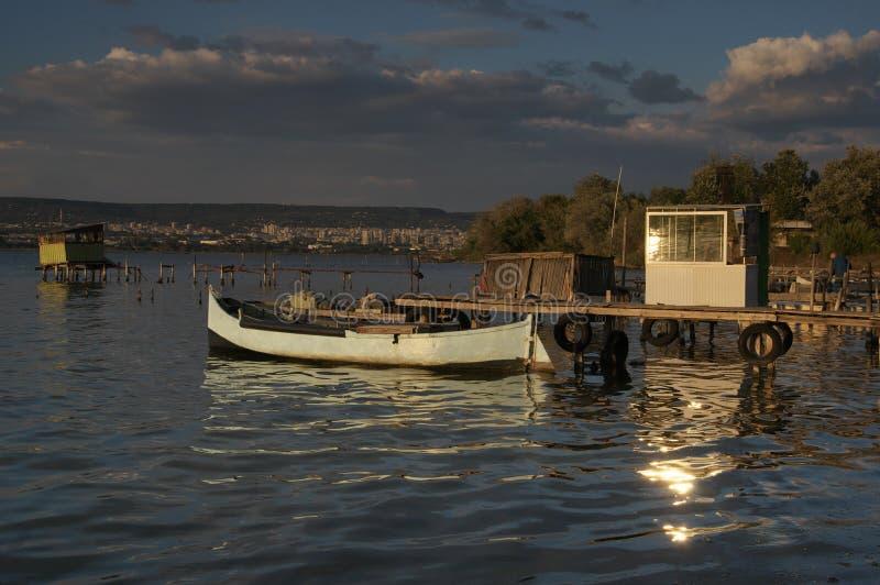 Заход солнца около деревни Zvezditsa, Чёрного моря, Болгарии стоковое изображение rf