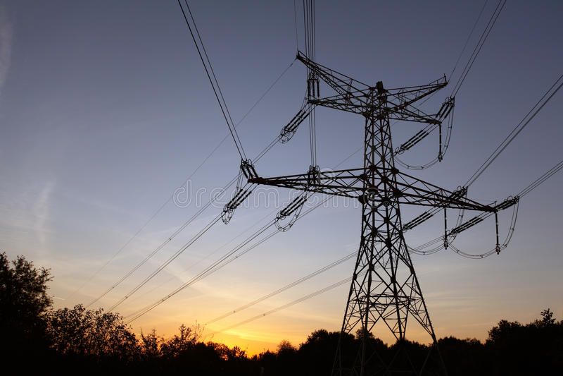заход солнца опор электричества стоковые фотографии rf