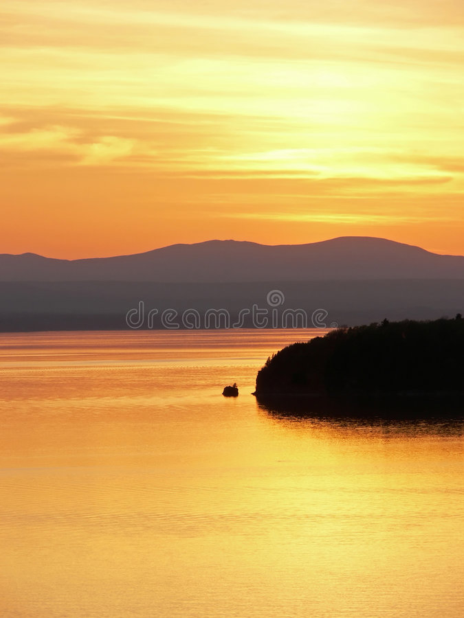 заход солнца острова стоковые изображения rf