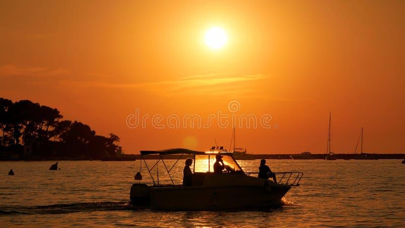 Заход солнца перед Porec в Croatiain Хорватии стоковое изображение