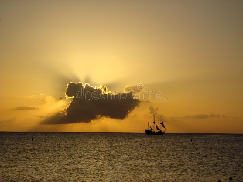 заход солнца пирата стоковое фото