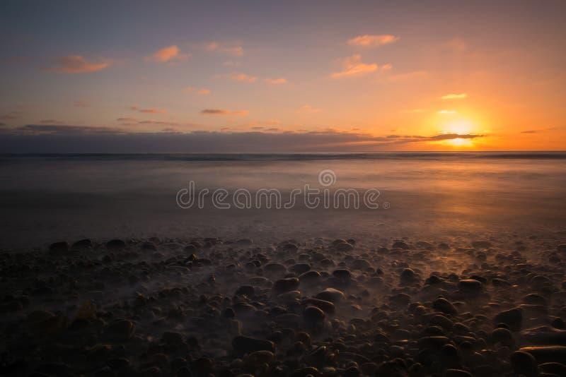 Заход солнца пляжа на Карлсбаде, CA стоковое фото