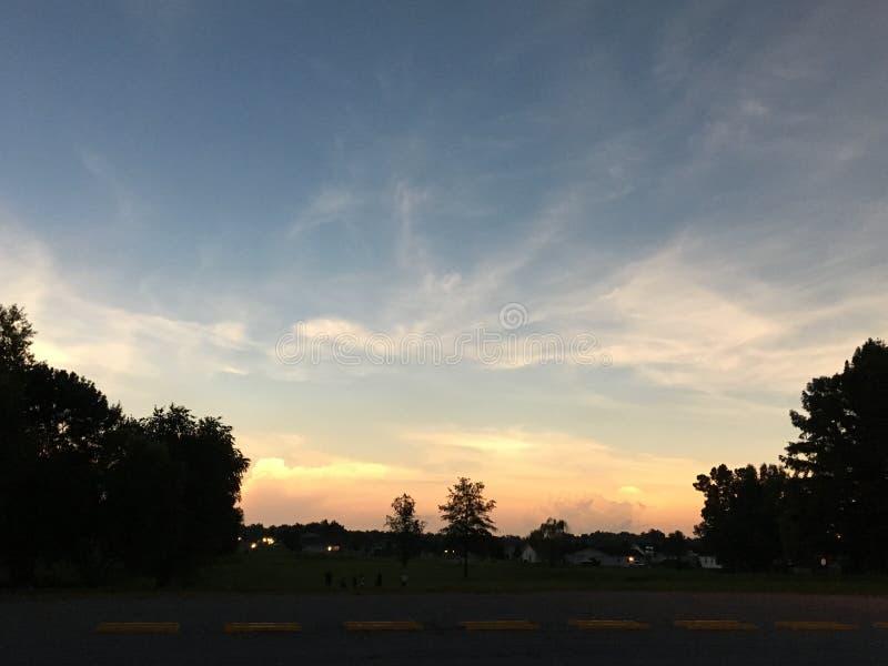 Заход солнца 2018 полдня солнечного затмения стоковая фотография