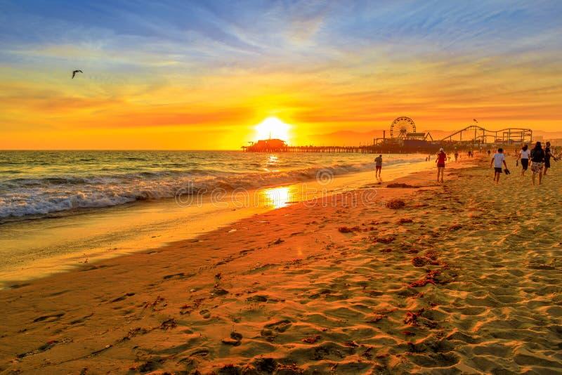 Заход солнца пристани Санта-Моника стоковое изображение