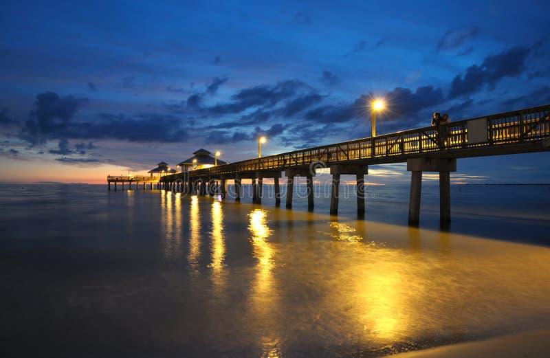 заход солнца пристани Fort Myers стоковые изображения