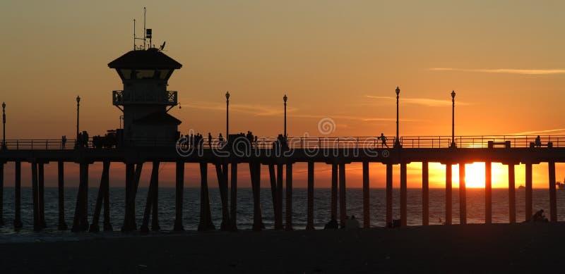 заход солнца пристани huntington пляжа стоковое фото