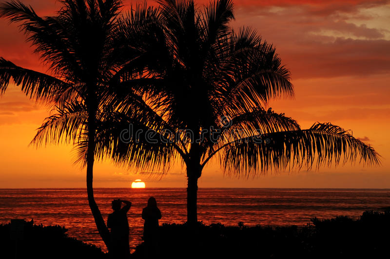 заход солнца рая Гавайских островов oahu бухточки стоковое изображение