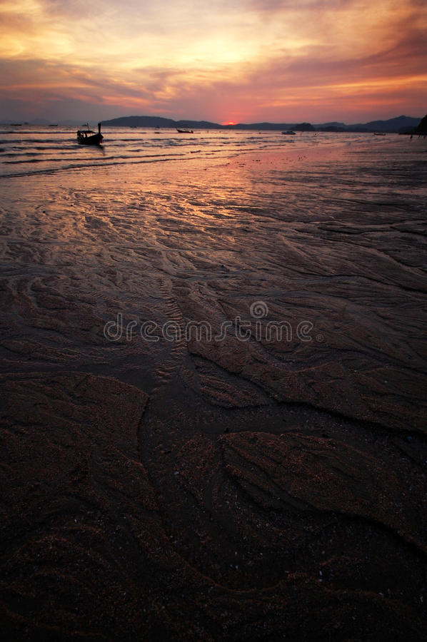 заход солнца рая пляжа стоковое фото rf
