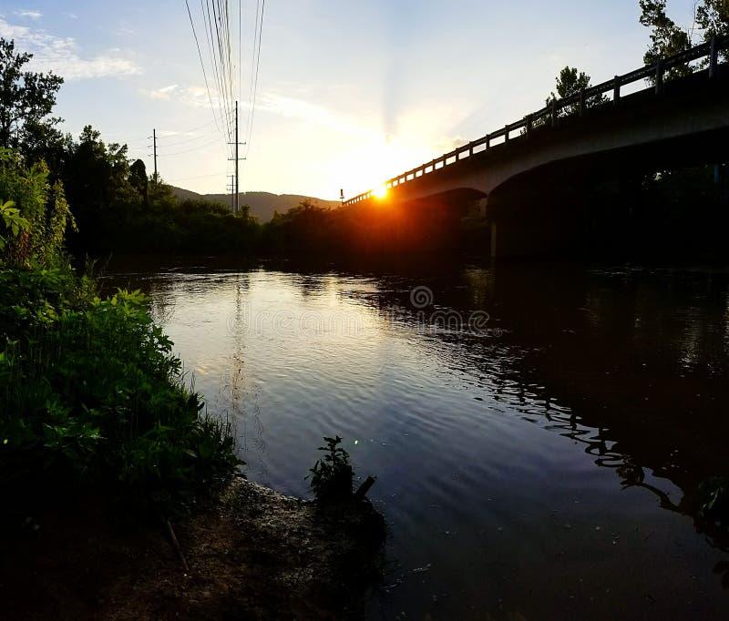 Заход солнца рекой стоковая фотография