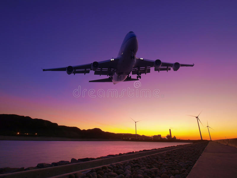 заход солнца самолета Стоковая Фотография