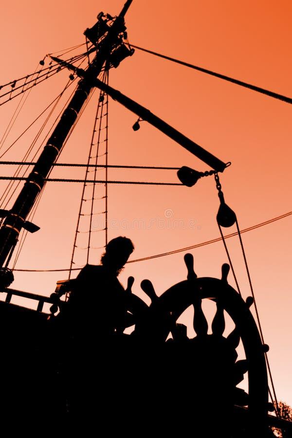заход солнца силуэта капитана s стоковое изображение rf
