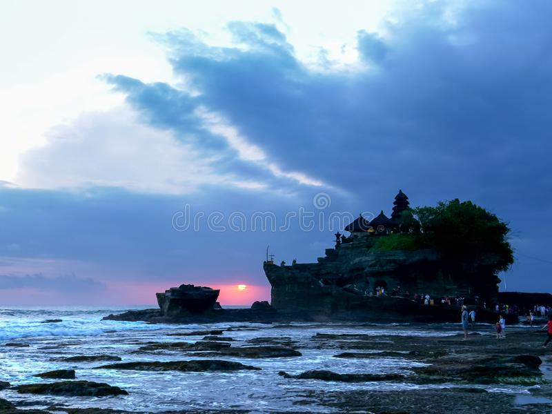 Заход солнца снятый виска серии tanah pura на острове Бали стоковая фотография
