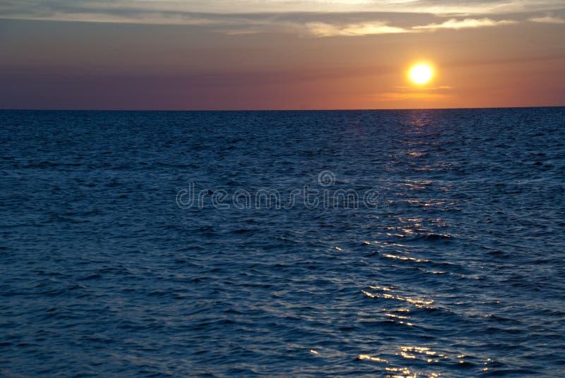 Заход солнца с Roatan, Гондураса стоковая фотография