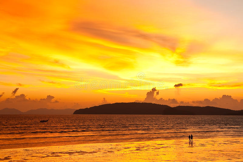 заход солнца Таиланд nang пляжа ao южный стоковое изображение rf