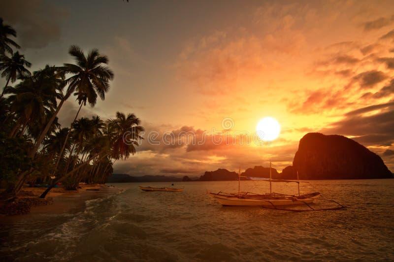 заход солнца убежища яркий стоковое фото rf