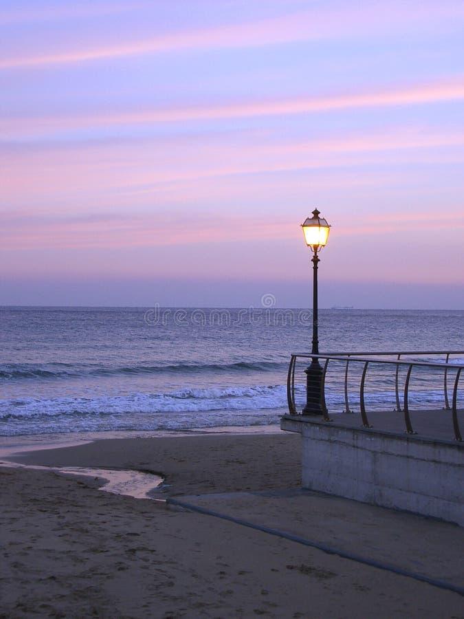 заход солнца улицы светильника стоковое изображение rf
