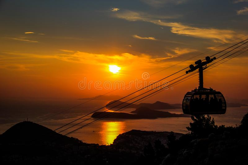 Заход солнца фуникулера в Дубровнике стоковая фотография