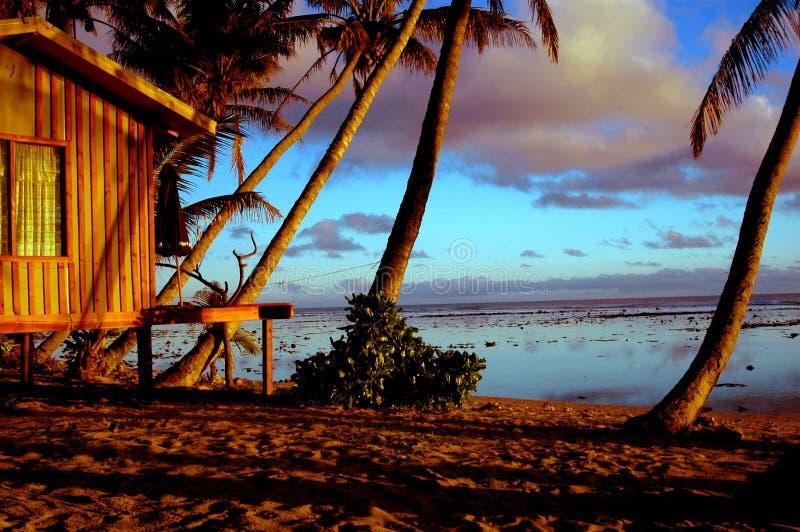 заход солнца хаты пляжа стоковая фотография rf