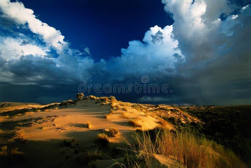 заход солнца шторма пустыни стоковая фотография rf