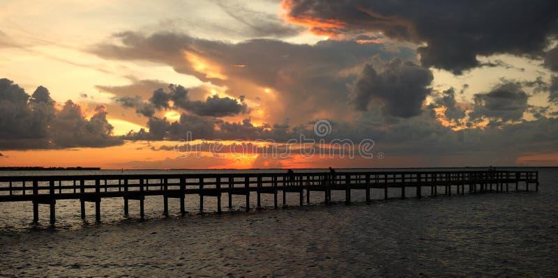 заход солнца яркий стоковое изображение