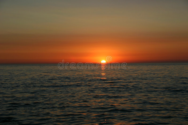 Download заход солнца стоковое фото. изображение насчитывающей довольно - 1180288