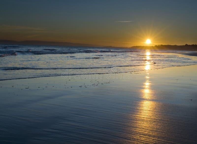заход солнца bournemouth стоковое изображение rf