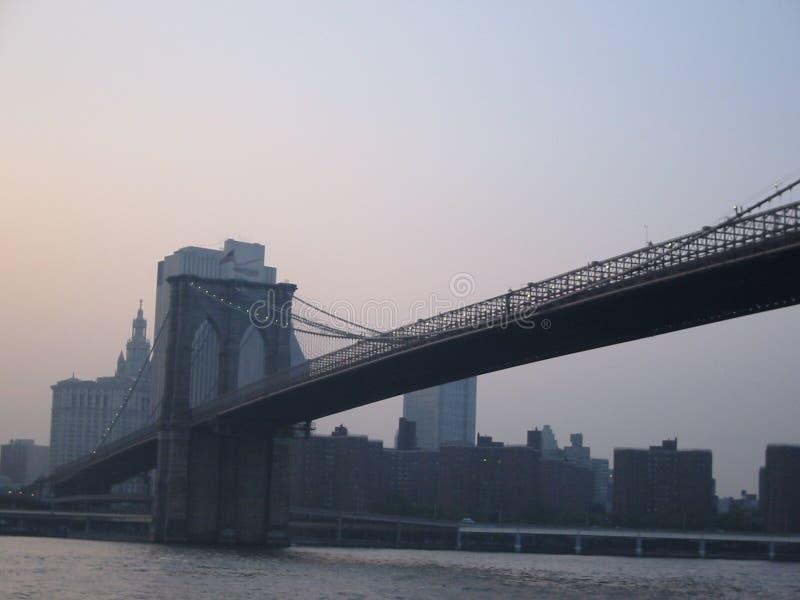 заход солнца brooklyn моста стоковые фото