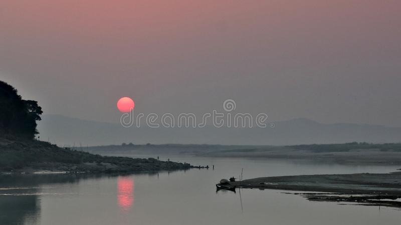 Заход солнца Irrawaddy в соединении Мьянмы стоковые фото