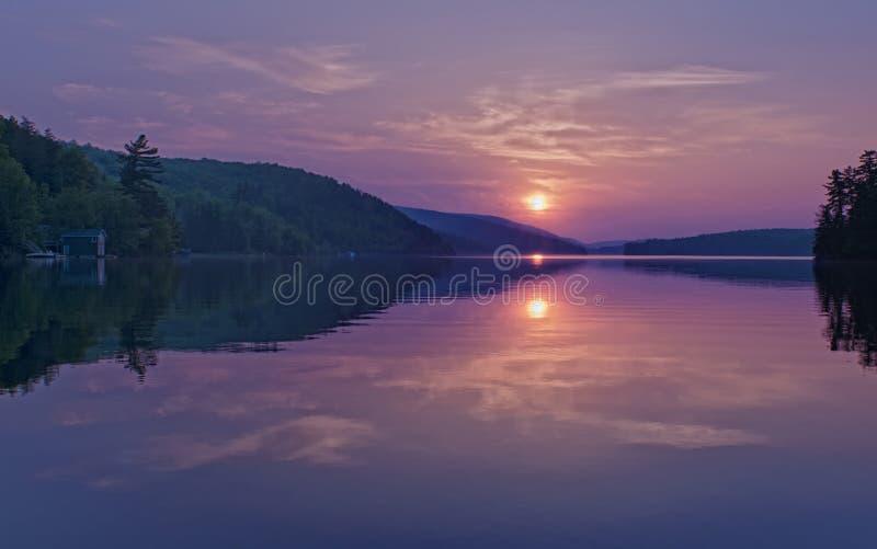 заход солнца meech озера стоковые изображения rf