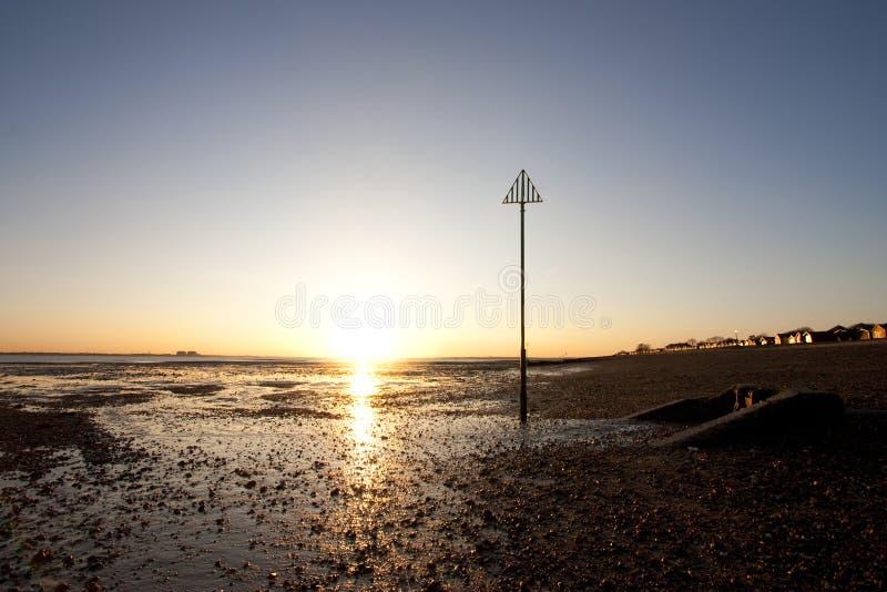 заход солнца mersea острова essex стоковые фото
