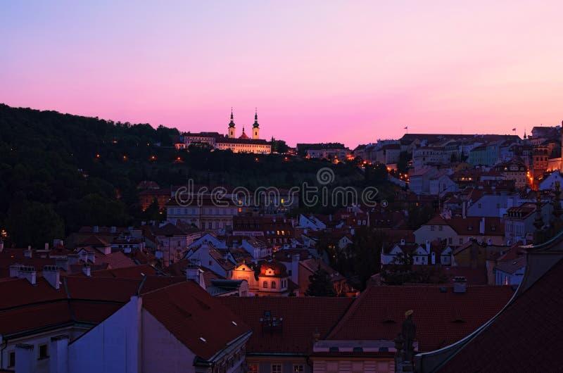 заход солнца prague Фото городского пейзажа вечера лета Красочное живое небо Прага, Чешская Республика стоковая фотография