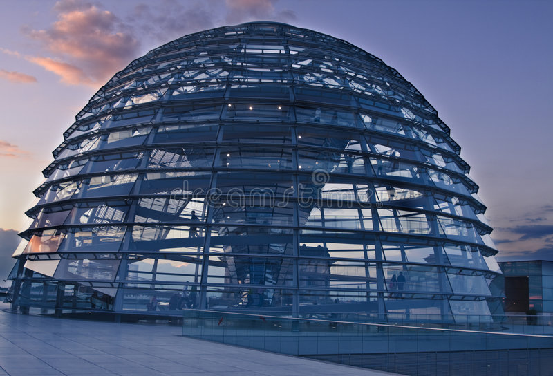 заход солнца reichstag купола стоковая фотография rf