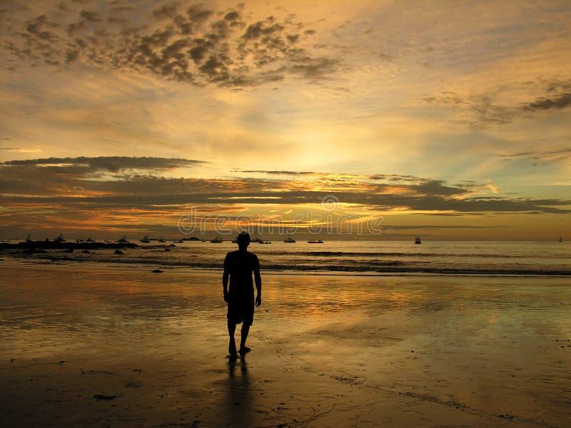 заход солнца rica человека Косты пляжа стоковые фото