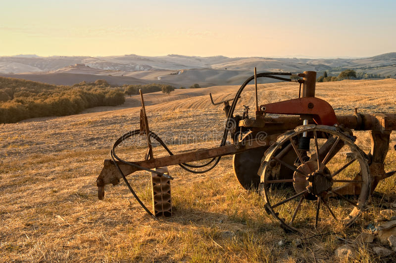 заход солнца tuscan сельской местности чудесный стоковые изображения rf