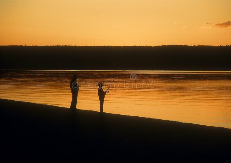 заход солнца yellowstone рыболовства стоковые фото