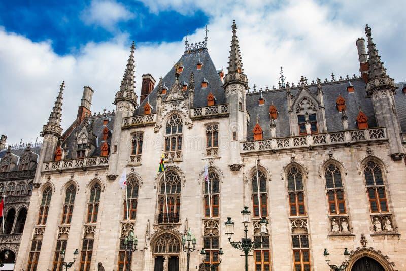 Захолустное здание суда на рыночной площади стоковое изображение
