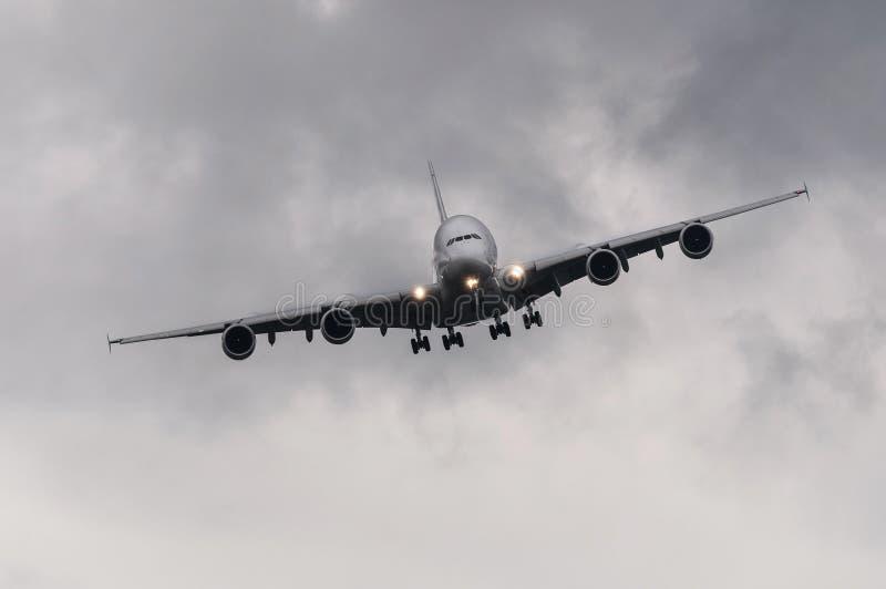 Заходить авиалайнера стоковые изображения rf