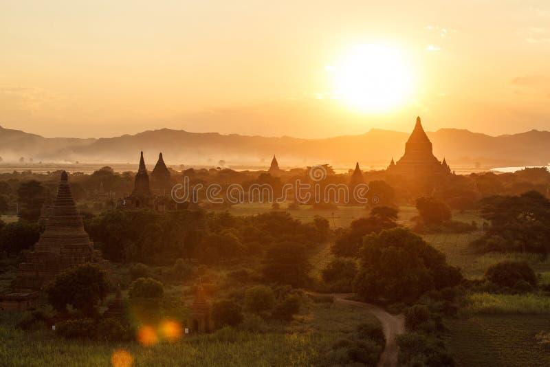 Download Заход солнца Азии стоковое изображение. изображение насчитывающей померанцово - 40576475