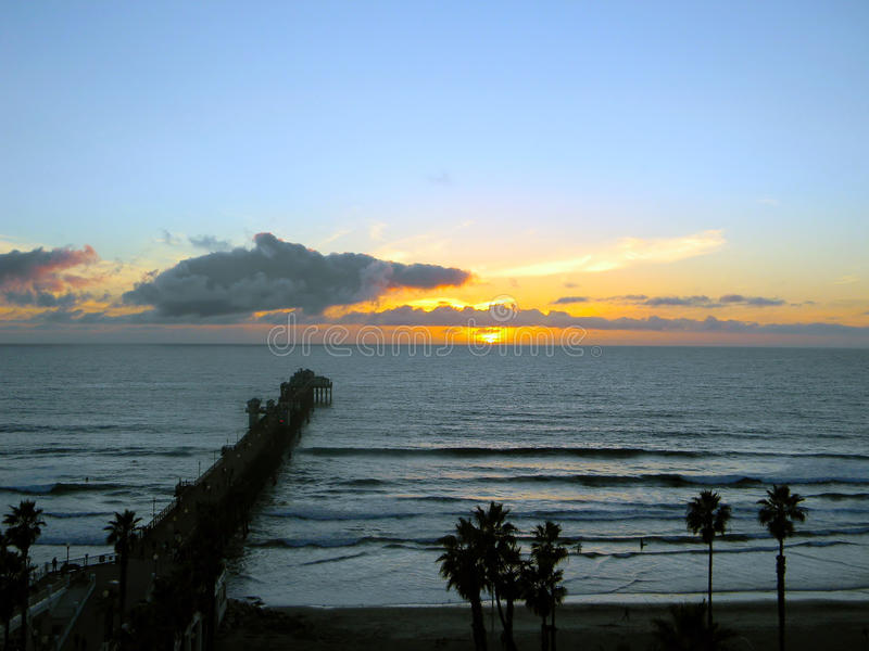 Заход солнца берега океана стоковая фотография