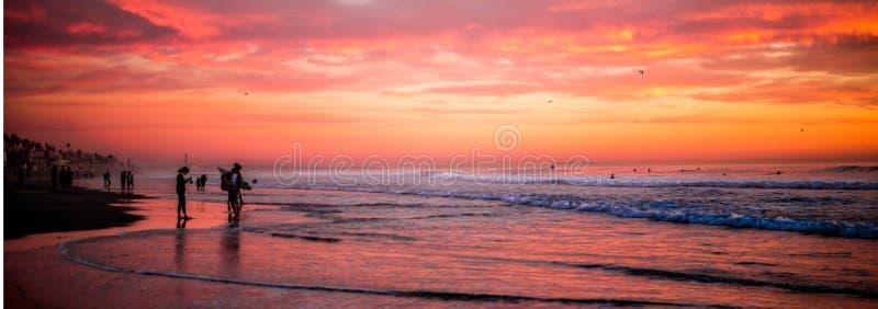 Заход солнца берега океана стоковое изображение rf