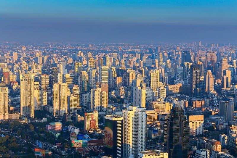 Заход солнца вида с воздуха города Бангкока стоковые изображения