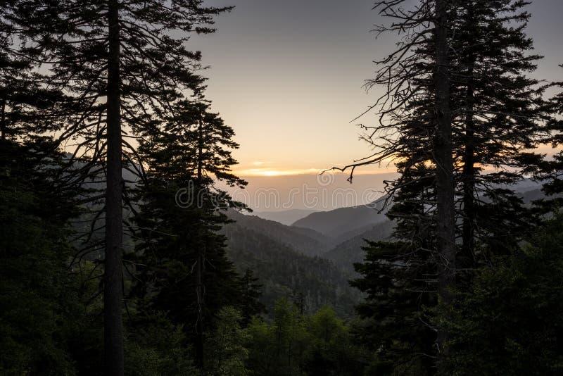 Заход солнца в больших закоптелых горах стоковая фотография rf