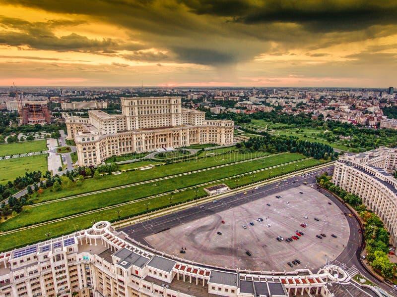 Заход солнца в Бухаресте Румынии стоковая фотография