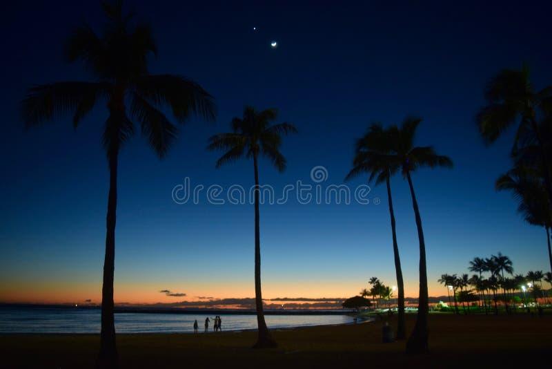 Заход солнца в Гонолулу, Гаваи стоковое изображение