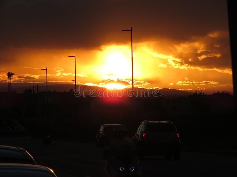 Заход солнца в городе стоковое фото